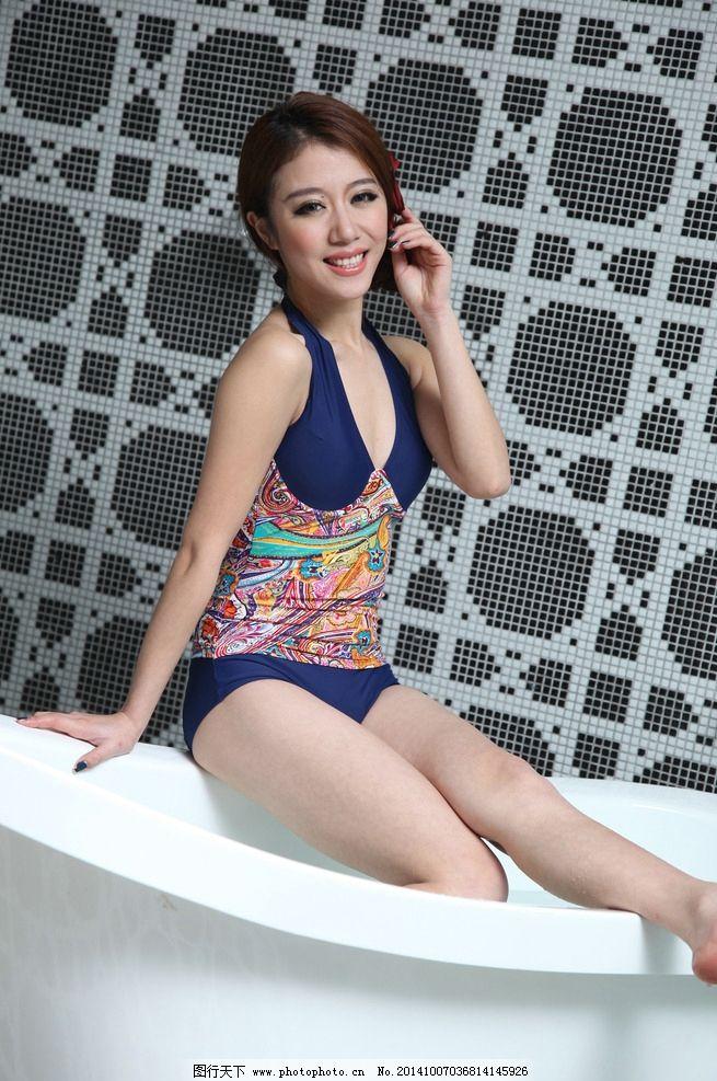 翘腿比基尼性感美女 超短裙美女 三点式美女 泳衣美女 浴室美女