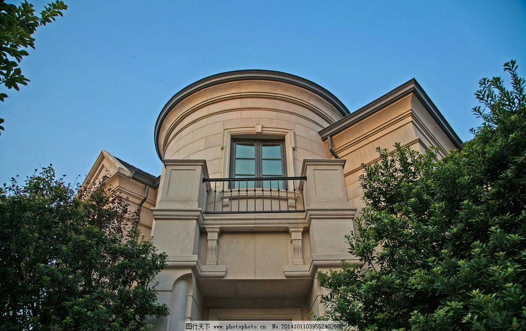 左右对称的别墅图片