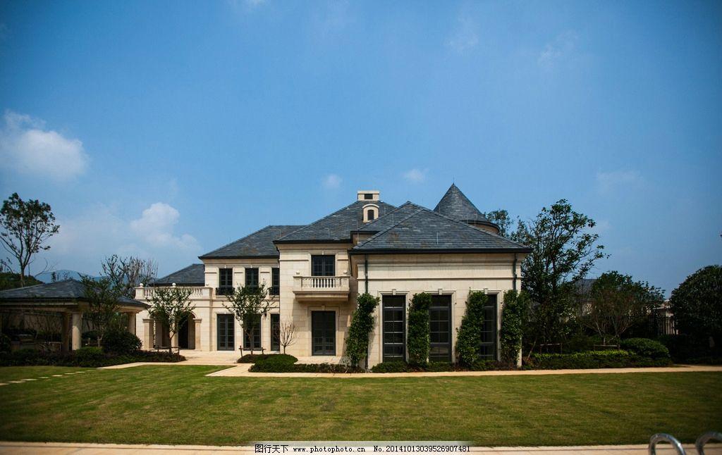 对称式别墅外观