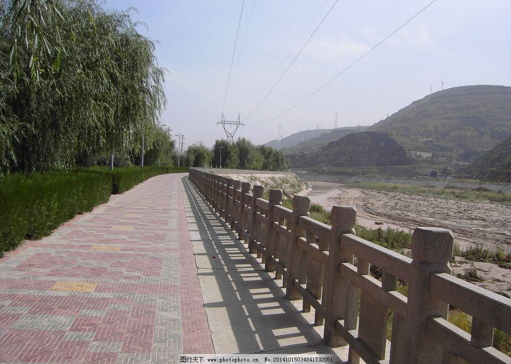 蓝天 白云 河边 河流 河水 护栏 摄影 风景图片 摄影 自然景观 自然