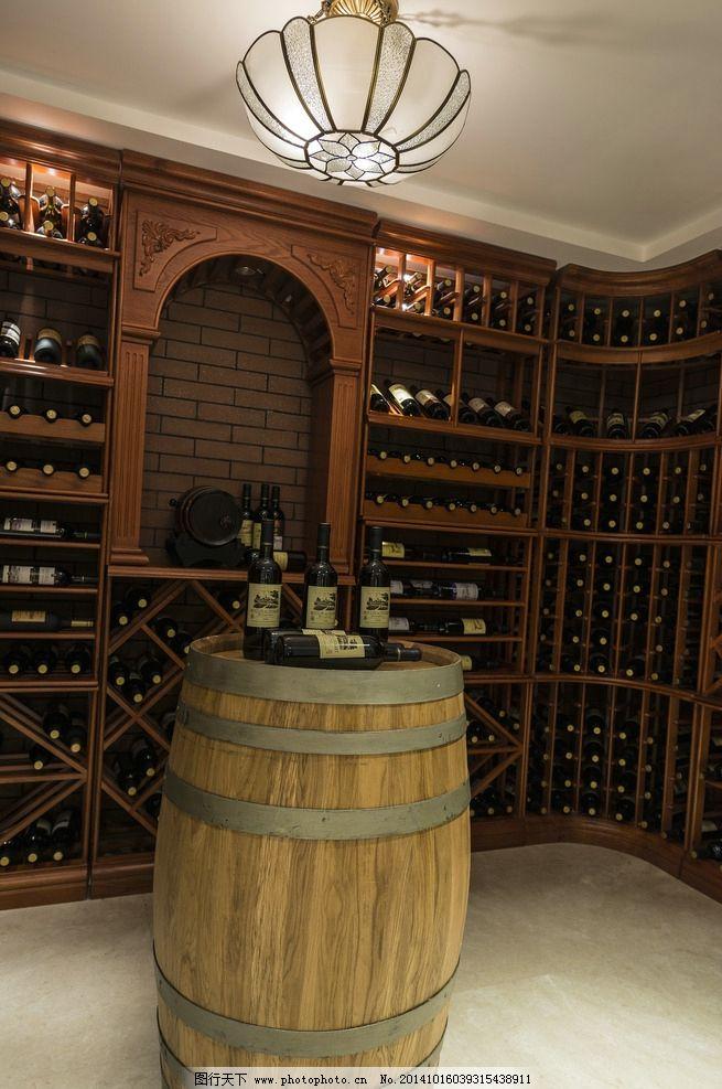 红酒 酒架 吊灯 木桶 地板