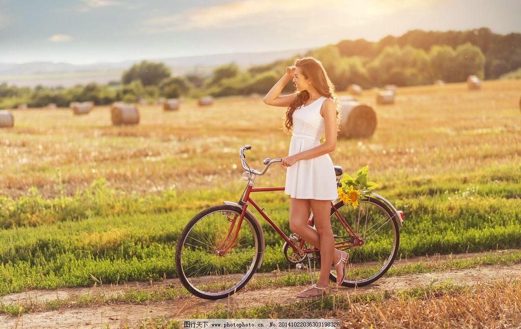 自行车 向日葵 外国美女 田园风 清新风 长发美女 天空下 摄影 人物
