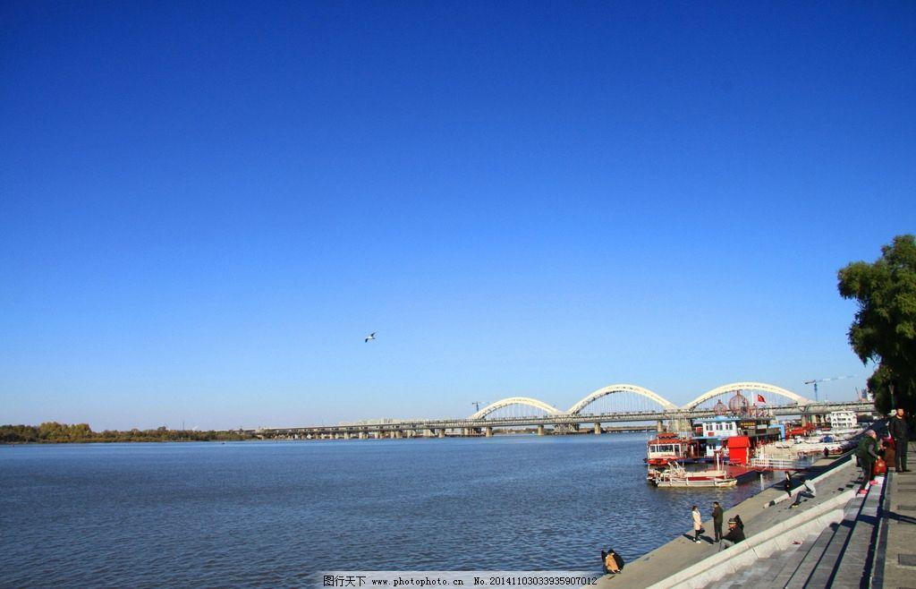 哈尔滨松花江畔风景图片