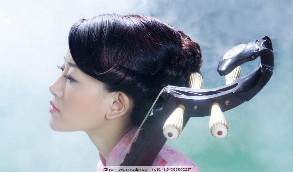 古典美女抱琵琶图片