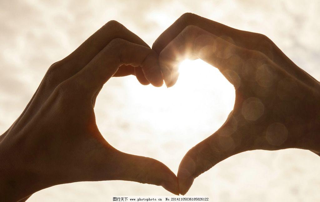 手组成心型 手势 手指 手部特写 心形 爱心 光线 日常生活 生活人物