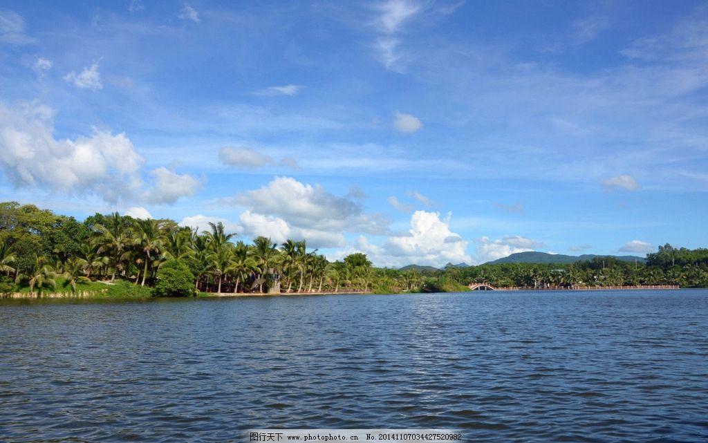 拱桥 湖水 湖心拱桥 山水 风景 白云 蓝天 椰子树 海南风光 湖面 湖