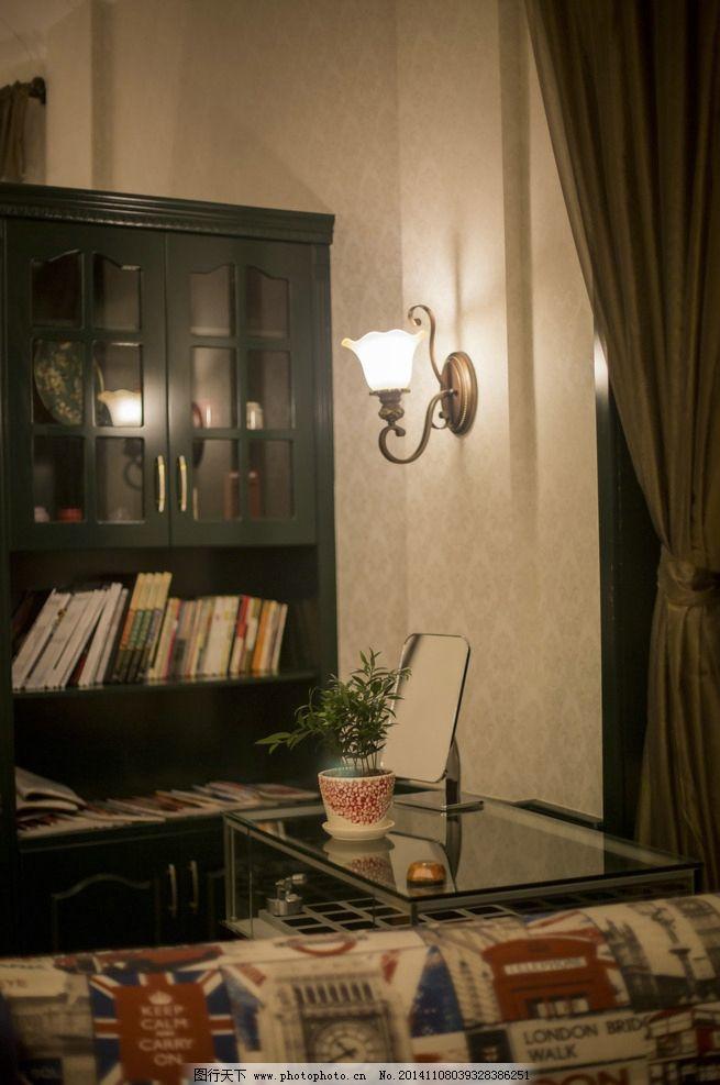 温馨阅读区 装修参考 夜晚咖啡屋 欧式装修风格 复古壁灯书柜 杂志