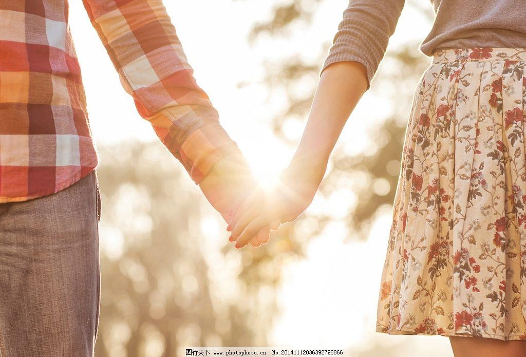 手牵手的情侣图片