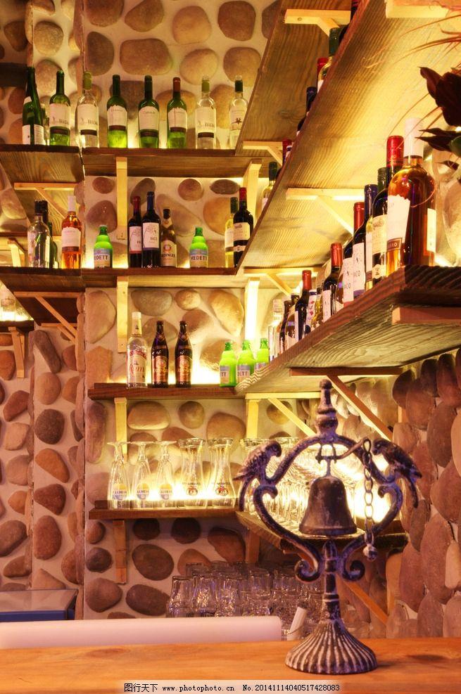 酒吧吧台 酒瓶 隔板 石头墙 摄影 餐饮美食 饮料酒水
