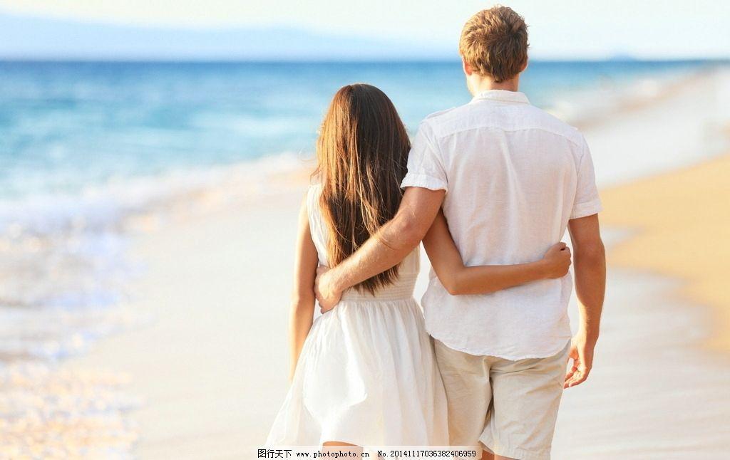 海边浪漫情侣 情侣 温馨 爱情 搂着 情侣手牵手 十指交叉 散步 亲密