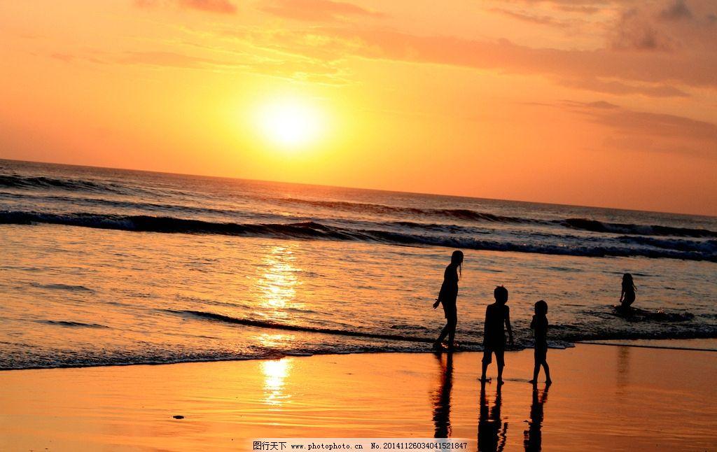 夕阳嬉戏 印尼 巴厘岛 旅游 海边 儿童 孩子 逆光 彩霞 童趣