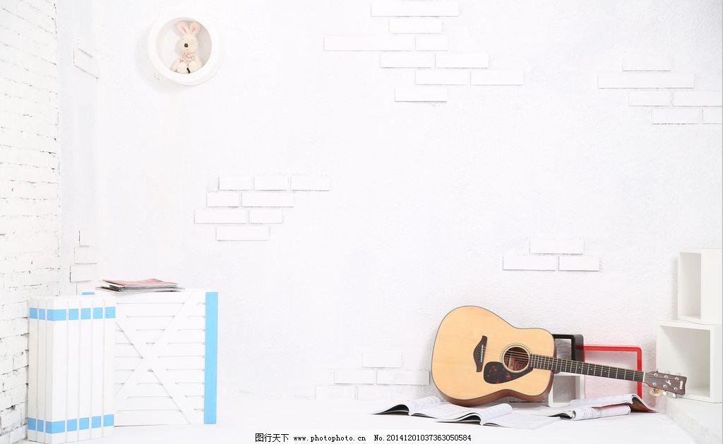 白色 摄影 背景图 吉他 乐谱白墙 白色海报图 砖墙 兔子 摄影 生活