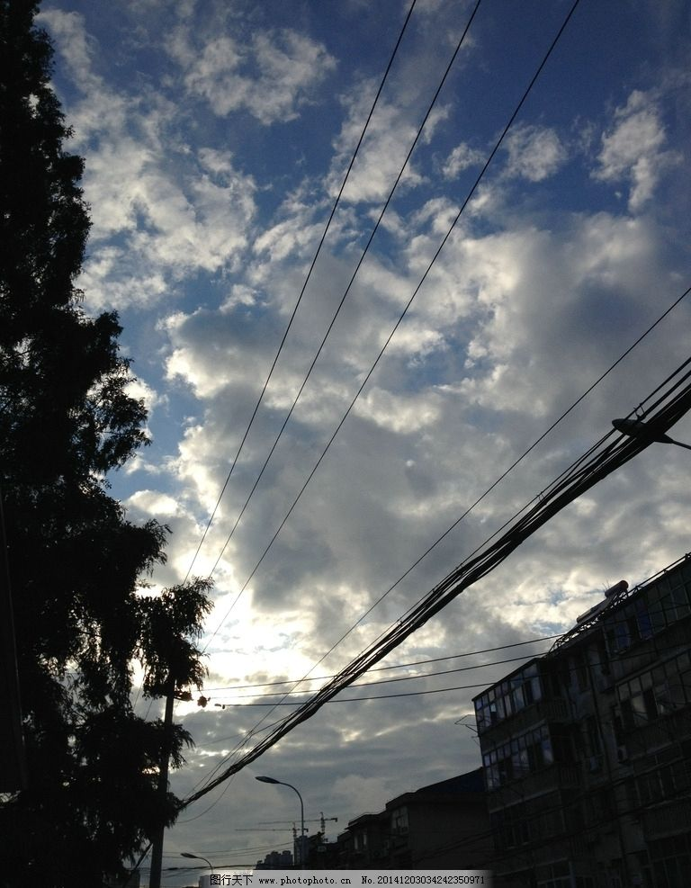 乌云 街道 电线 透视 树 楼房 人文景观 摄影 旅游摄影 人文景观 72
