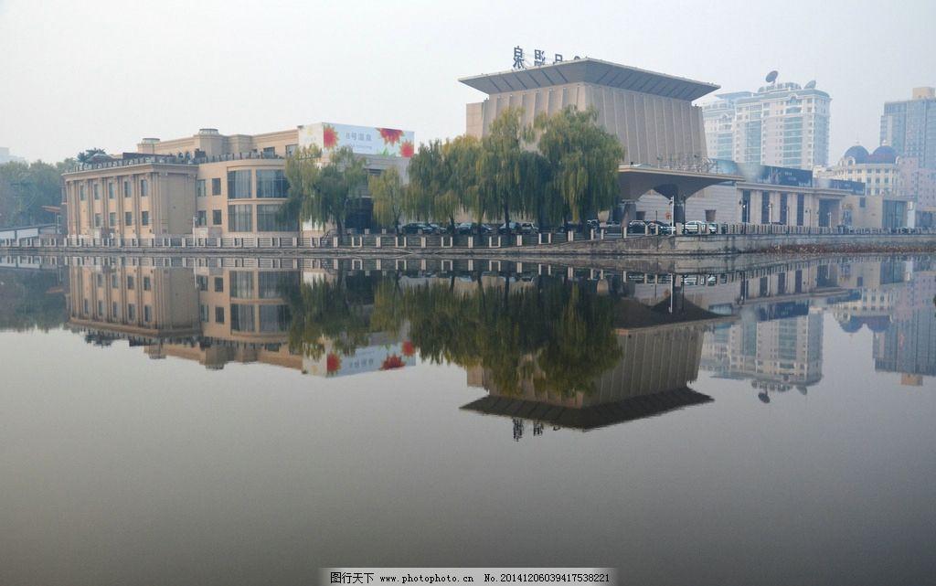 建筑倒影图片