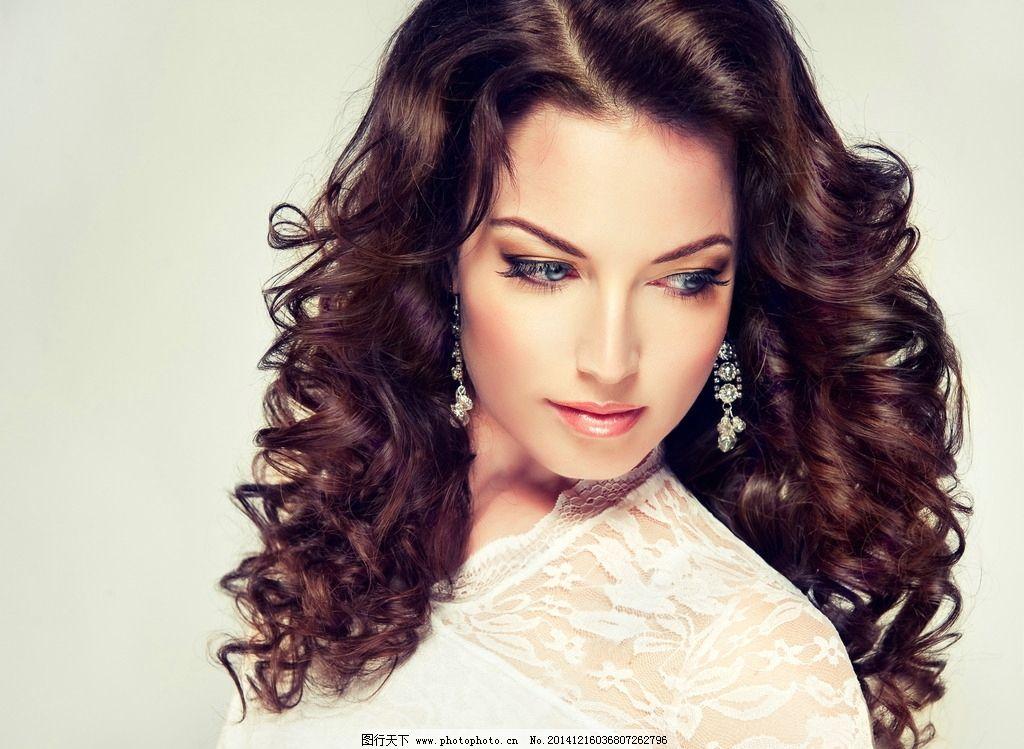 时尚美女卷发发型图片
