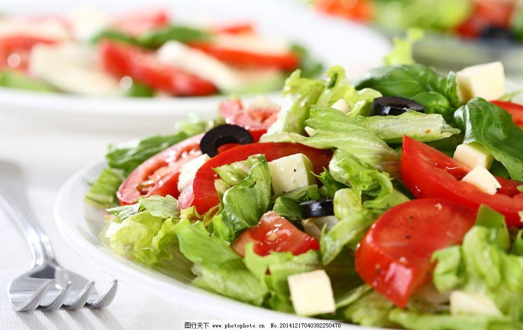 蔬菜沙拉 西式美食 西餐 前菜 沙律 番茄 青菜 面包 橄榄 碟子图片