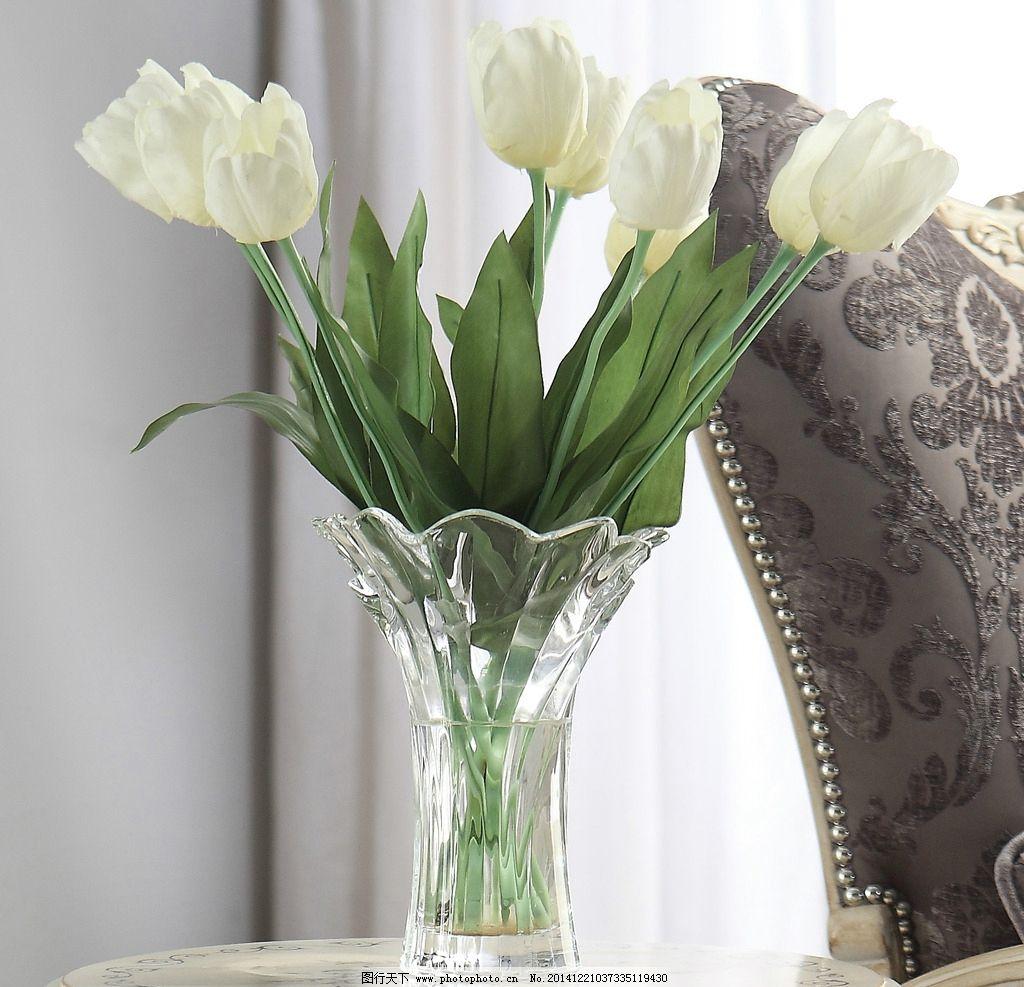 室内陈列 桌面静物 百合花 插画 玻璃瓶 白色 绿色植物 清新 家居生活