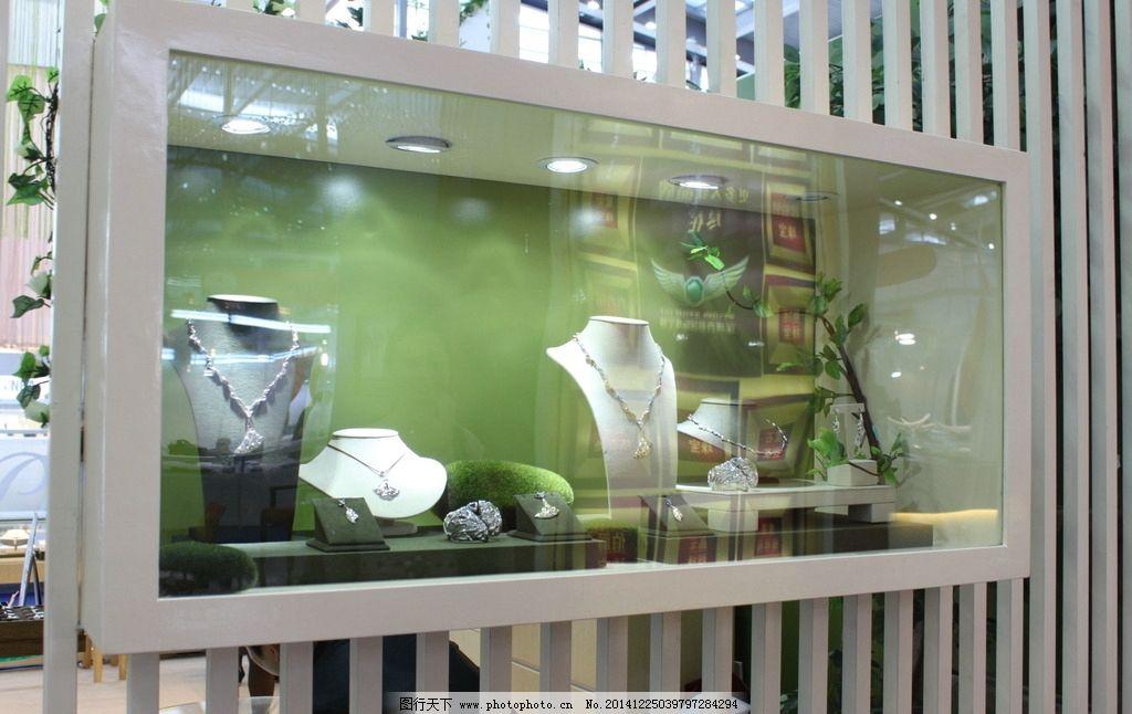 珠宝橱窗绿色植物陈列